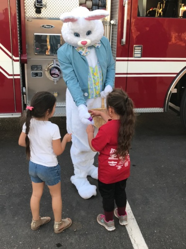 RR kids with Easter Bunny at ST 194